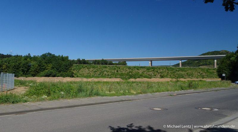 05 Brunnenschutzfläche Apollinaris Mittelstrasse @ Michael Lentz Ahrtalwandern 2018-07-08