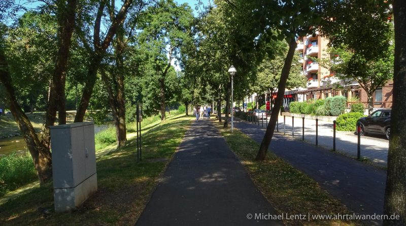 20 Ahrpromenade Georg Kreuzberg Strasse @ Michael Lentz Ahrtalwandern 2018-07-08 Bild-003