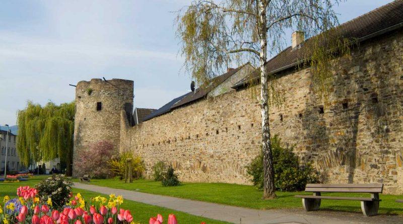 Dominik-Ketz_Ahrweiler-Stadtmauer-Fruehling_2006_94